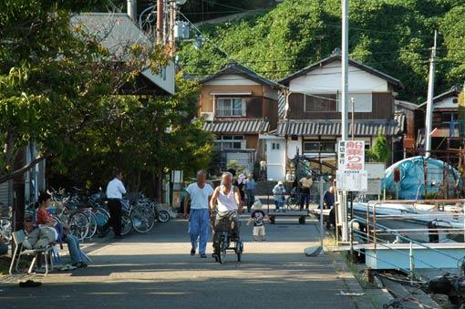 People at Oki-shima Port
